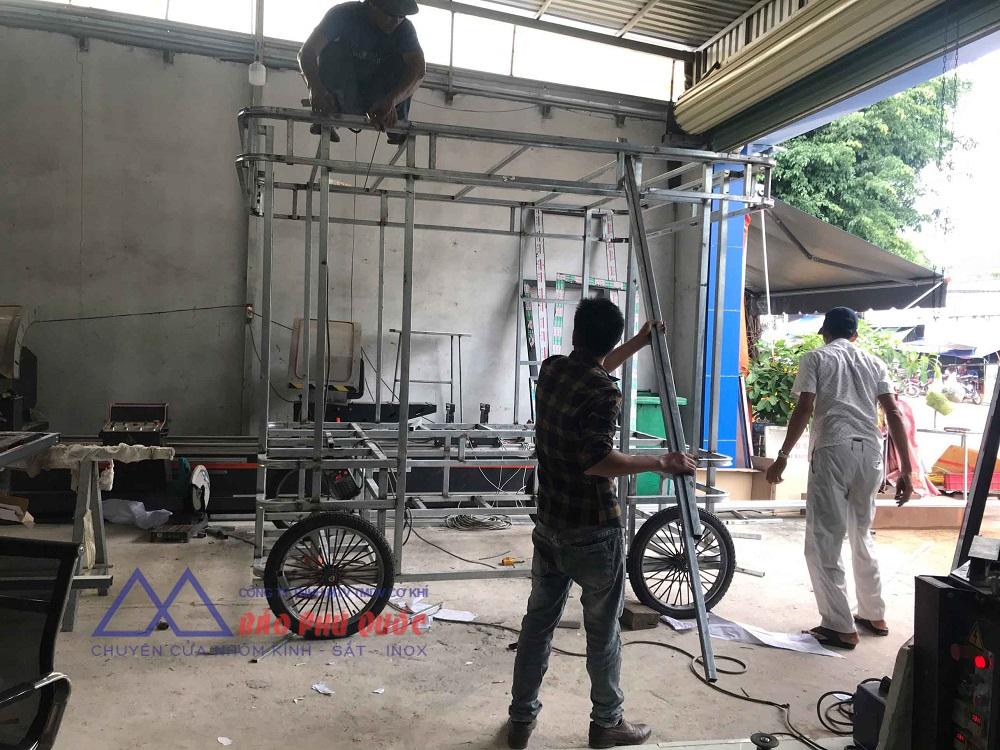 hình ảnh dựng khung sắt cho xe bán bánh