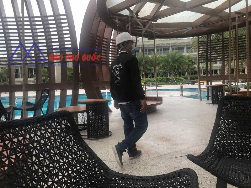 Hình ảnh công trình thay kính khách sạn Radiansion Blue
